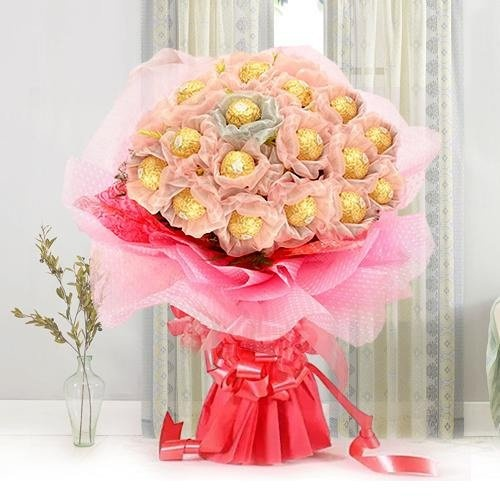 Extraordinary Mothers Day Chocolate Bouquet with Mouth-Wwatering Taste of Ferrero Roacher