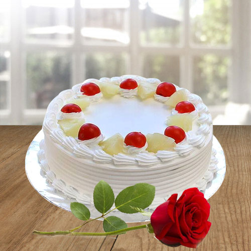 Attractive mouth-watering Vanilla Cake with a Red Rose