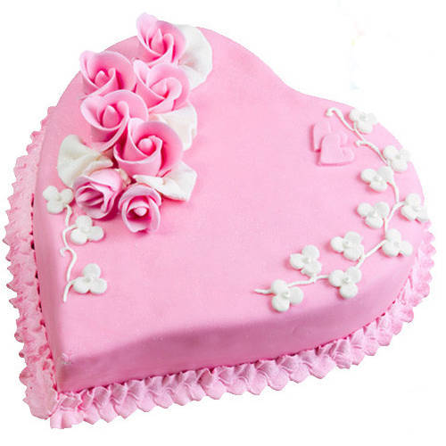 3/4 Star Bakerys Luscious Attraction 2.2 Lb Love Cake