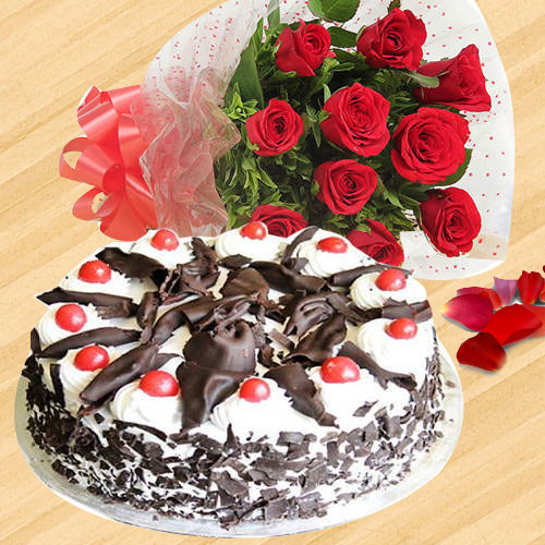 Ecstatic Combination of Black Forest Cake & Red Color Roses Hand Bunch