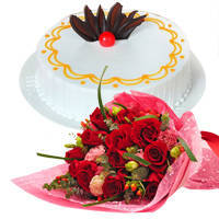 Online Combo of Vanilla Cake N Red Roses Bunch