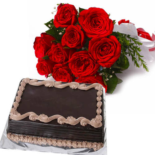 Distinctive Red Roses Bunch with Chocolate Cake