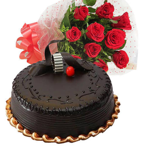 Toothsome Chocos Truffle Cake with Red Color Roses Hand Bunch