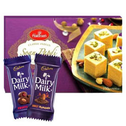 Delectable Sweets N Chocolate Gift Hamper