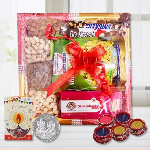 Crispy Snack Time Gourmet Gift Tray with Diwali Assortment