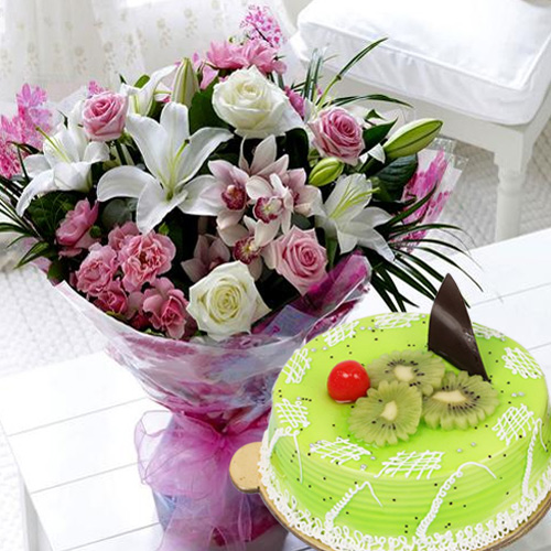 Elegant Mixed Flowers Bouquet with Kiwi Cake