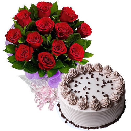 Charming Red Roses Bouquet with Coffee Cake
