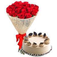 Book Online Arrangement of Red Roses with Coffee Cake