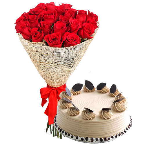 Eye Catching Arrangement of Red Roses with Coffee Cake