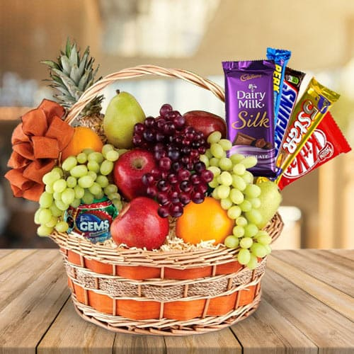 Welcoming Family Favorite Gift Basket of Fruits N Chocolates