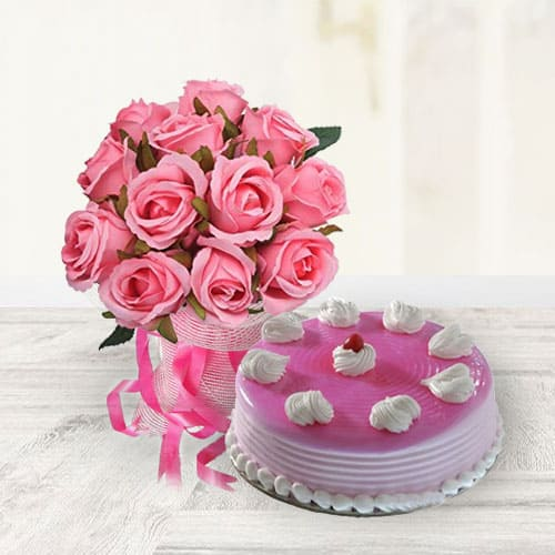 Classic Strawberry Cake with Pink Roses
