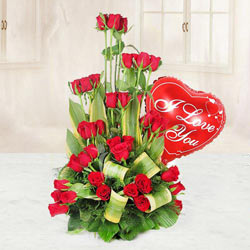 Breathtaking Bouquet of 36 Roses in Red and a Heart-shaped Red Balloon
