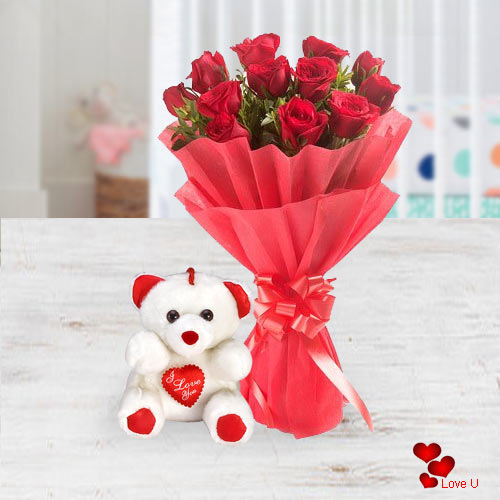 Magnificent Red Roses with Lovable Teddy
