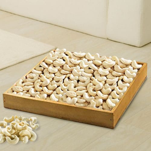 Crunchy Cashews in Wooden Tray