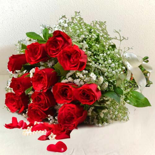 Splendid one dozen pretty Red Roses
