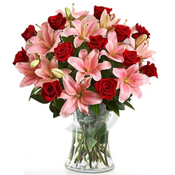 Enamoring Premium Arrangement of Appealing Flowers