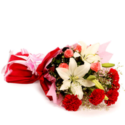 Eye-catching Bouquet of Assorted Flowers