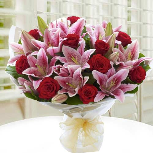 Delightful Lilies N Roses Bouquet
