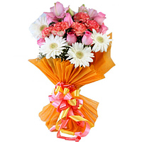 Spectacular Hand Bunch of Gerberas with Roses N Carnations
