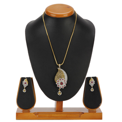 Prospering Glister Pendent and Earrings Set