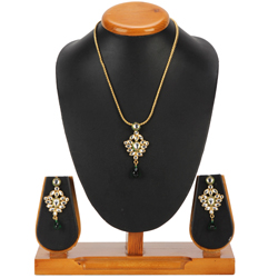 Couture Avon Nistha Kundan Pendant and Earrings Set