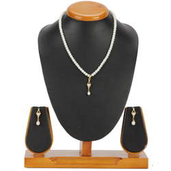 Graceful Pearl Pendent Set with Matching Earrings