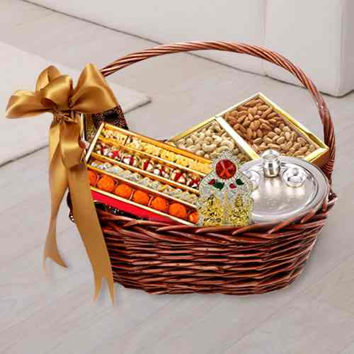 Festive Delight Gift Basket of Assortment