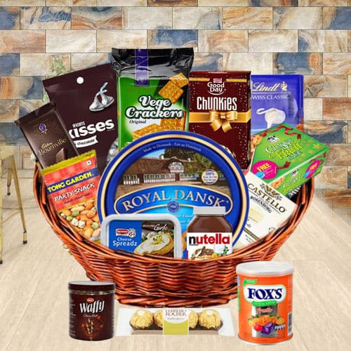 Exquisite Gourmet Basket with Dads Favorite Specialties