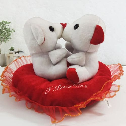 Delightful Kissing n Singing Teddy